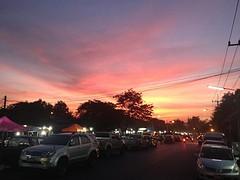 Red skies over Ayutthaya. Markt