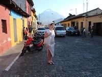 Antigua met een vulkaan op de achtergrond