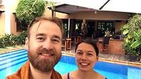13-3 Afkoelen bij 35 graden @ zwembad Siem Reap