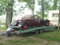 Retro auto op de camping