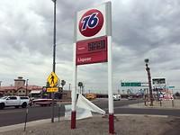 Nog even goedkoop tanken in Arizona daarna rijden we California in