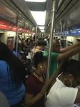 Drukte in de metro op weg naar JFK Airport