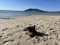 Schoenen op het strand