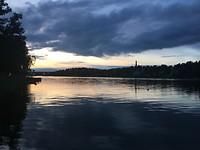 Het meer op het aankomstkamp