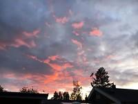 Prachtige wolken tijdens zonsondergang