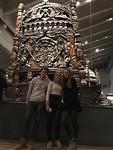 Maxim, Veera en ik voor het Vasaschip