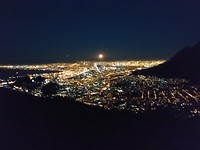 Volle maan Lions head