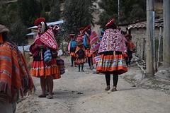 Bij aankomst in Patacancha weer iedereen in prachtige kleren