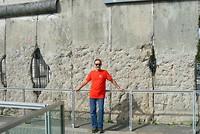 Bij de voormalige Berlijnse Muur.
