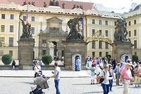 De hoofdingang van de Praagse Burcht.