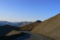 Na de top van de Col de la Bonette volgt de afdaling