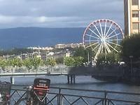 Het Reuzenrad bij het meer van Genève