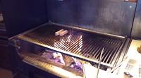 Alles wordt op de grill klaar gemaakt