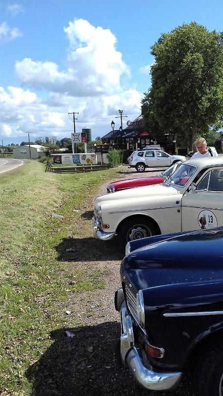 56 Jaar na de opening van het restaurant staan er wederom auto's uit de jaren zestig!