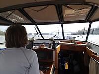 2021-05-06 0859 Mieke stuurt naar d eVan Brienenoordbrug