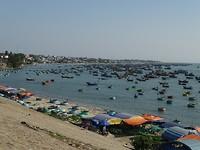 Honderden vissersbootjes in Mui Ne