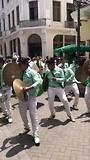Parade door de straten van Lima