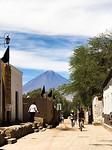 San Pedro (het dorp) - met uitzicht op de vulkaan