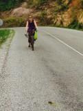 Valerie op haar ramp fiets