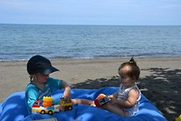 The lovina, kindjes op het strand