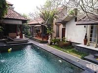 Uma Padi villa pool