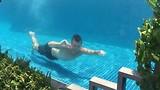 kick in zwembad Phnom Penh