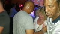 Wilma danst met een salsa danser.