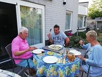 Bij Oom Jacques en Tante Philo, ze hadden hun best gedaan op het eten, heerlijke verse aspergesoep.