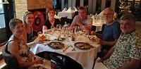 Tiel uit eten, met zijn allen op de foto het was gezellig.