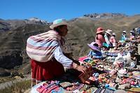 marktje onderweg met zicht op de vallei