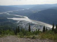 Yukon rivier met zicht op Dawson.