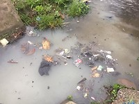 Vervuiling in de rivier