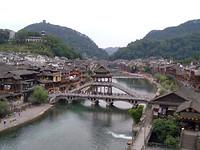 Fenghuang vanaf de hoge brug