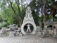 In het park poseren