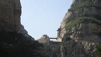 De dam bij het hangende klooster