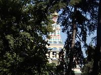 Zenkov kerktoren vanuit het park