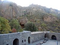 Bergen rondom klooster