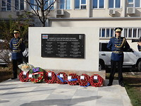 Militaire ere wacht KFOR monument gevallenen