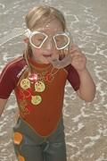 kika oefent op snorkelen