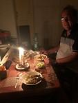 Romantisch diner tijdens stroomuitval