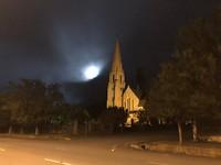 NG kerk bij maanlicht