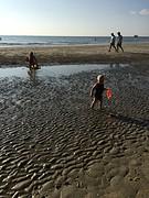 Kids spelen op strand 1