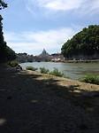 Langs de oever van de Tiber