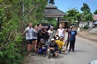 Afscheid nemen van onze fantastische begeleiders: de 5 'porters' en gids Happy