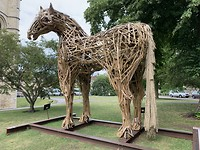Houten paard bij Canterbury Cathedral