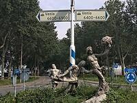 Standbeelden bij rotonde