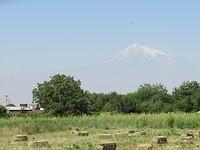 De besneeuwde top van de ruim 5000 mtr. hoge Ararat