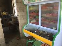 lokaal restaurantje - uit de vitrine nemen en laten klaarmaken
