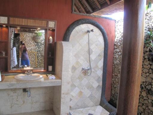 De buiten badkamer in het luxe resort!   Foto   Timo & Dora
