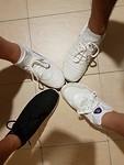 4 paar nieuwe schoenen uit Singapore. Van wie is welke schoen?